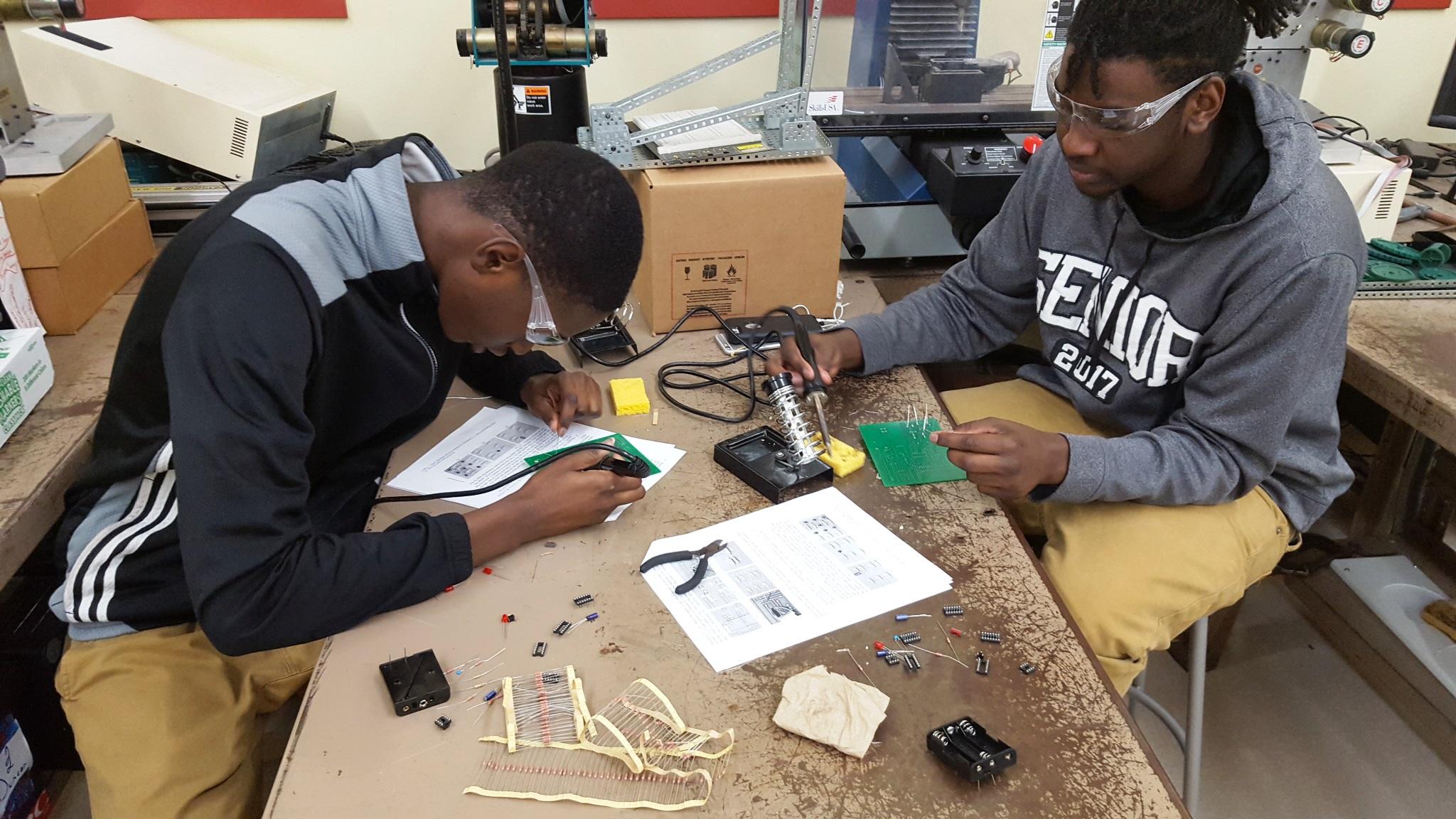 CCSD CTE | Garrett Academy of Technology PLTW Engineering Students